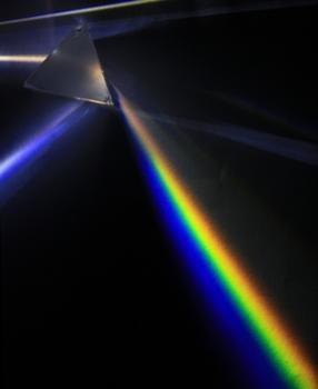 Light_dispersion_of_a_mercury-vapor_lamp_with_a_flint_glass_prism_IPNr°0125.jpg